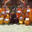 Rinpocze w towarzystwie mnichów