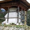 Stara stupa przed klasztorem