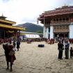 Po wejściu na plac klasztorny