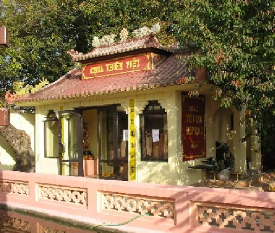 Wietnamska Świątynia Buddyjska Thang Long - pagoda Thien