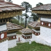 Nowo wybudowane stupy w pobliżu Thimpu