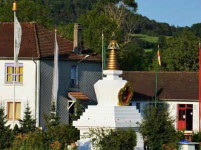 Pema Yang Dzong, Francja